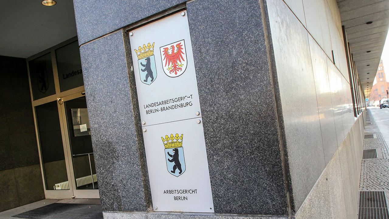 Eingang des Landesarbeitsgerichts Berlin-Brandenburg (Quelle: imago images/Gora)