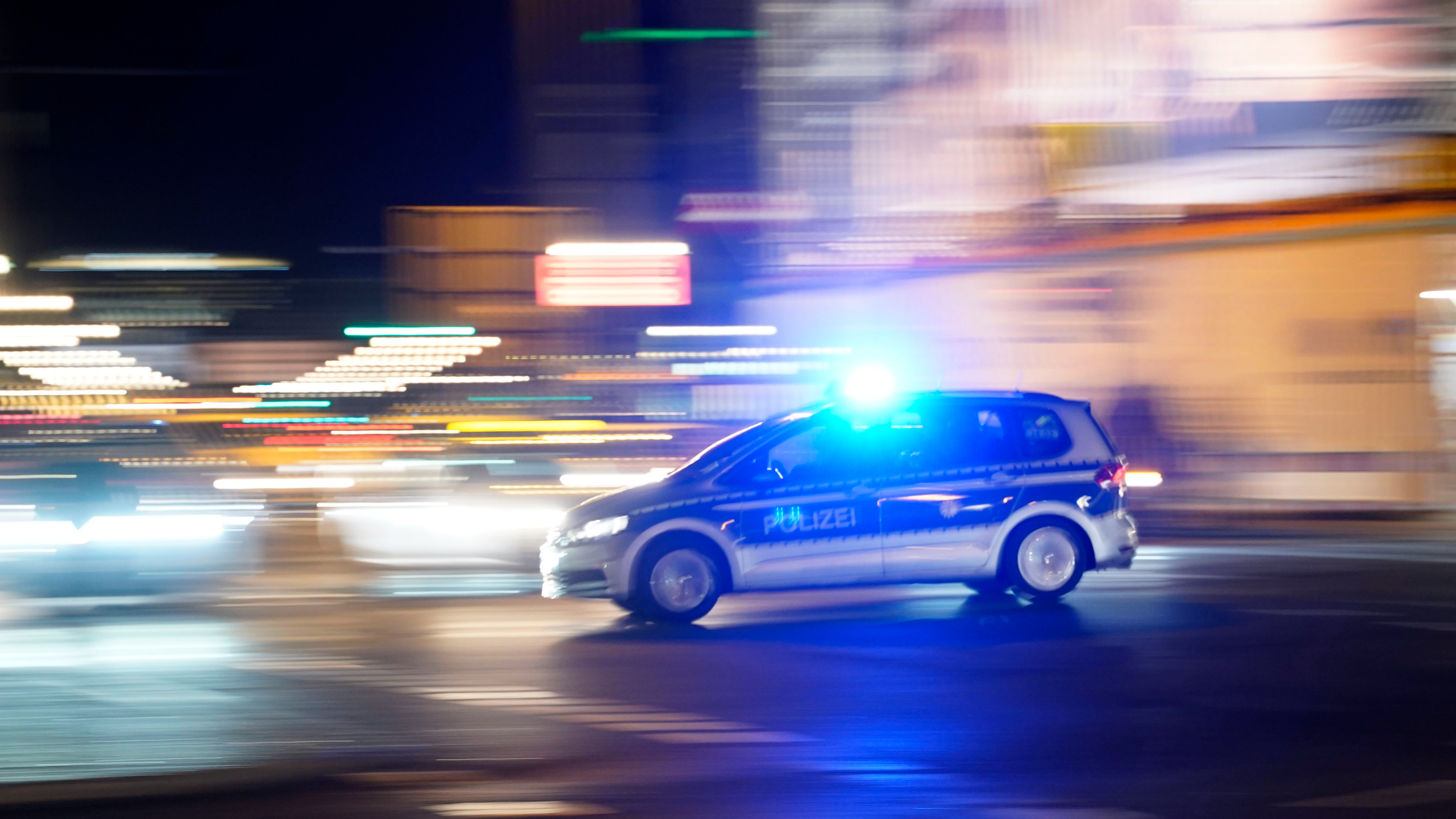 Polizeiauto der Polizei Berlin im Einsatz. Quelle: dpa/Thomas Bartilla/Geisler-Fotopress