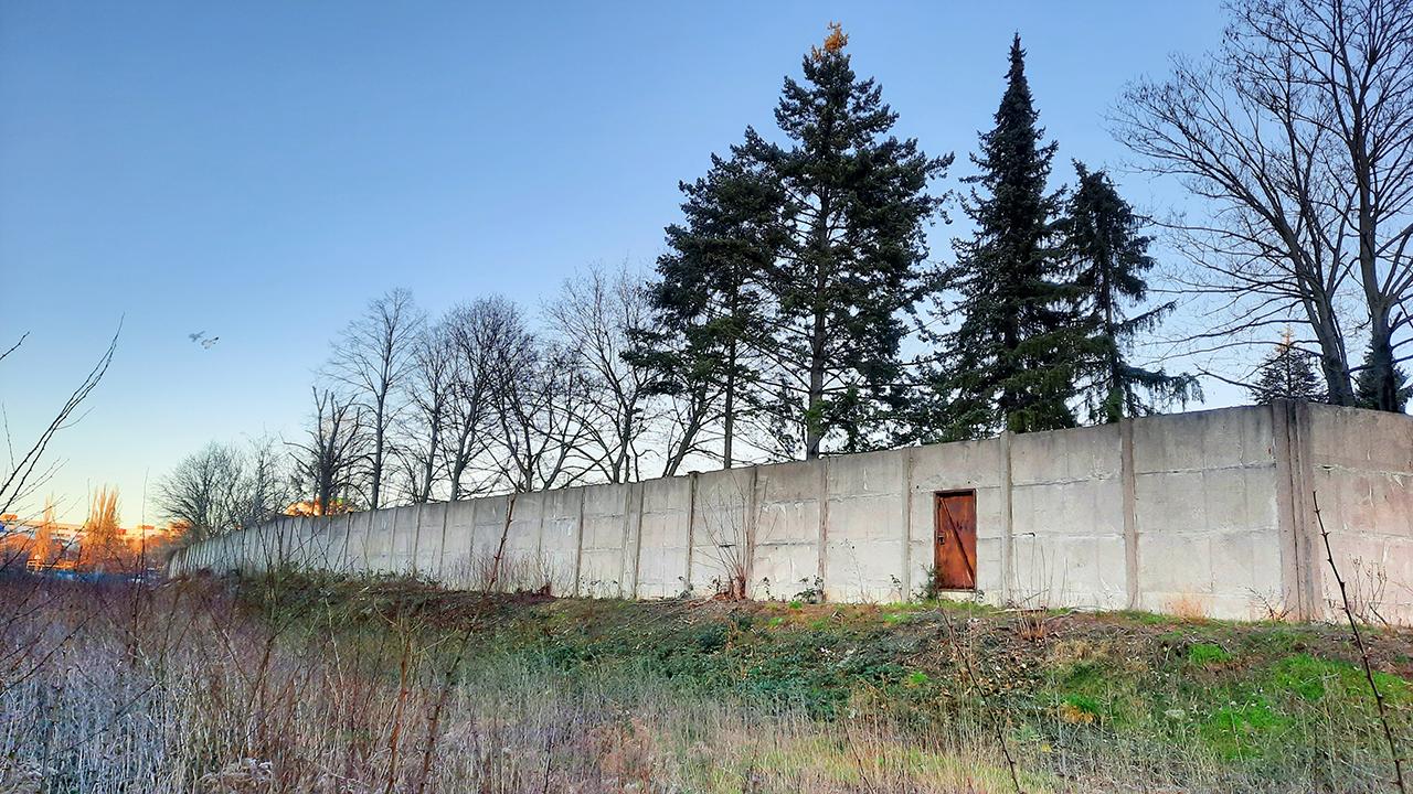 Hinterlandsicherungsmauer in Wilhelmsruh unter Denkmalschutz (Quelle: DDR Museum, Berlin 2021)