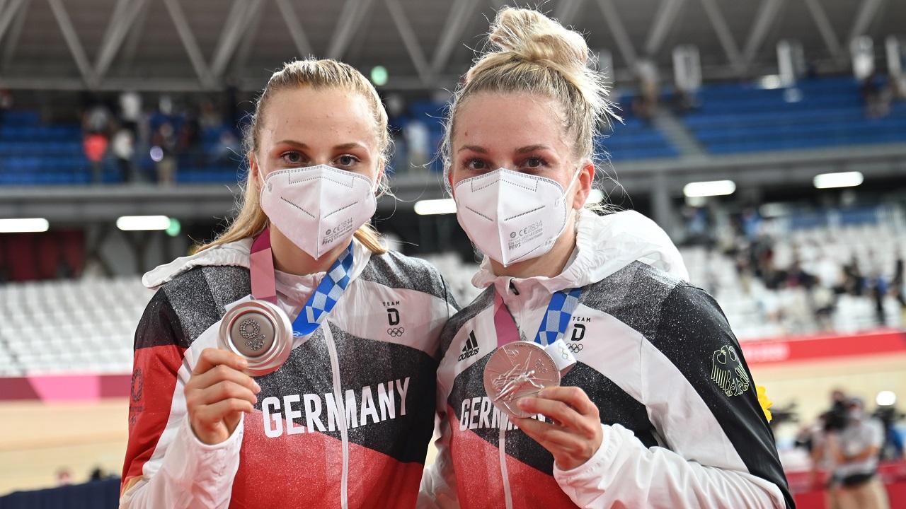 Silbermedaillengewinnerinnen Lea Sophie Friedrich und Emma Hinze / picture alliance/dpa   Sebastian Gollnow