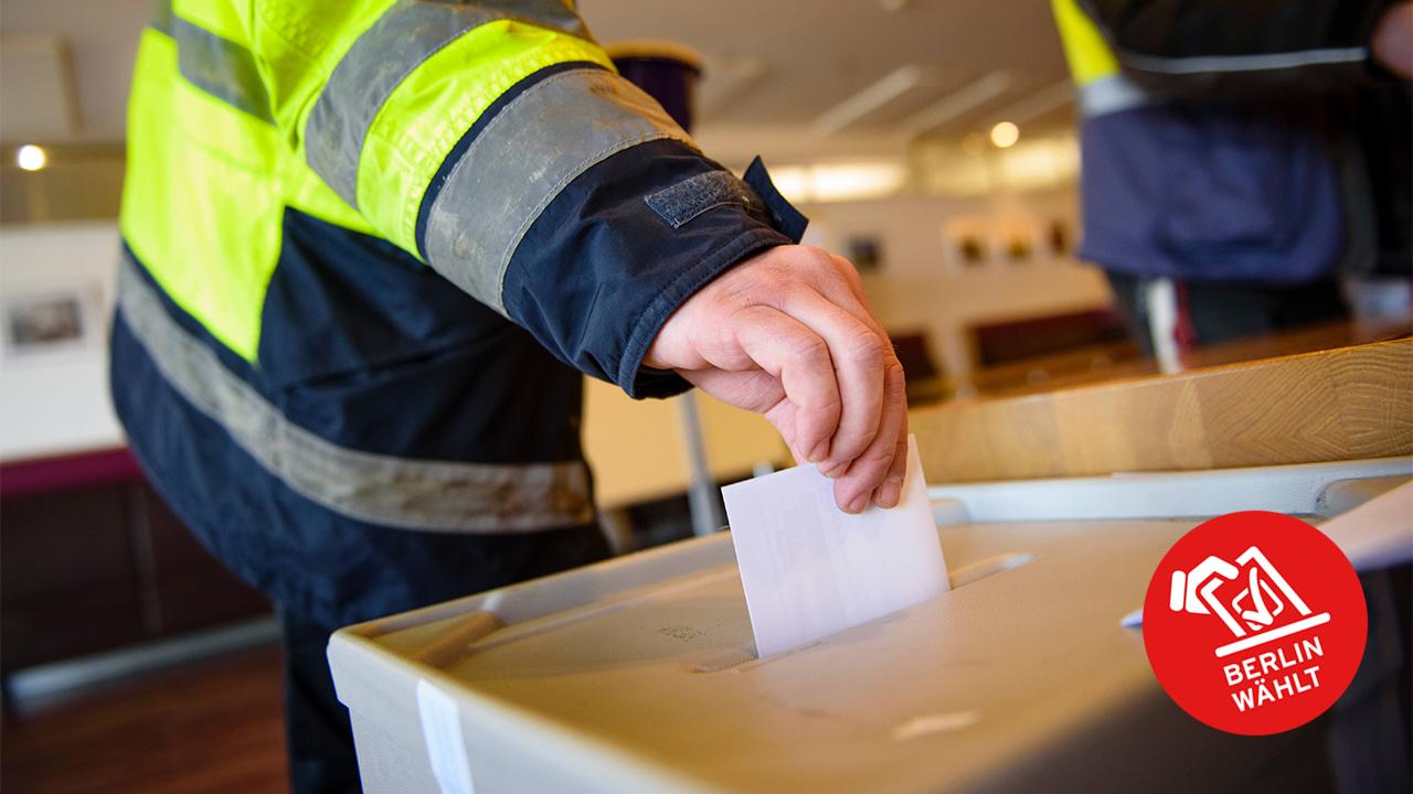 Symbolbild: Ein Mann wirft einen Stimmzettel in eine Wahlurne. (Quelle: dpa/Gregor Fischer)