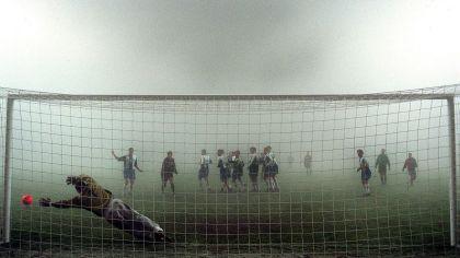 1999 in der Champions League: Hertha-Torwart Gabor Kiraly im Nebelspiel gegen Barcelona (Quelle:imago/camera4)