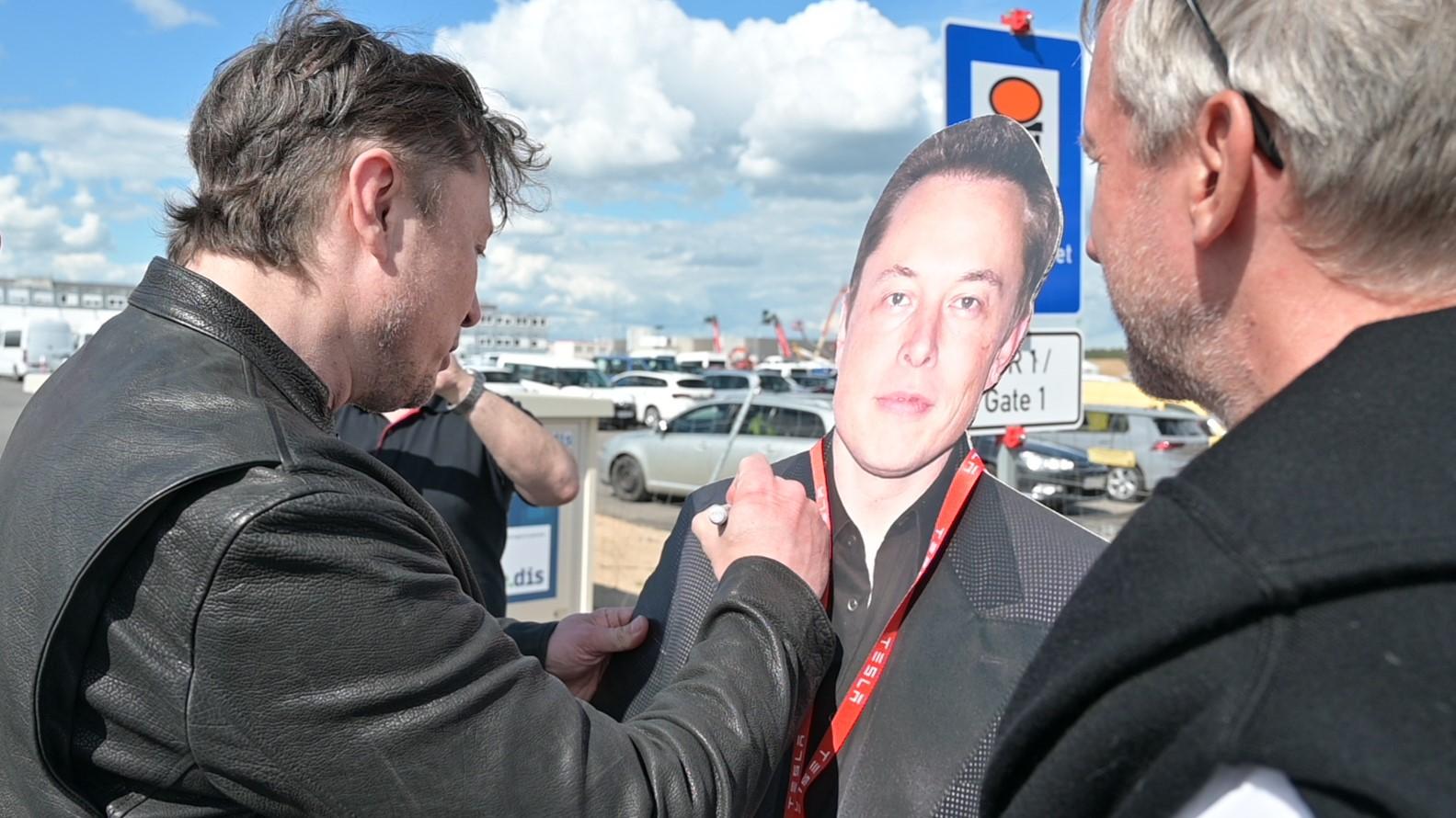 241996926 Elon Musk,