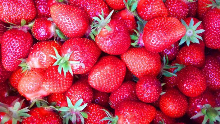 erdbeerernte ohne eigenen garten immer mehr im trend erdbeeren selbst gepfl ckt am. Black Bedroom Furniture Sets. Home Design Ideas