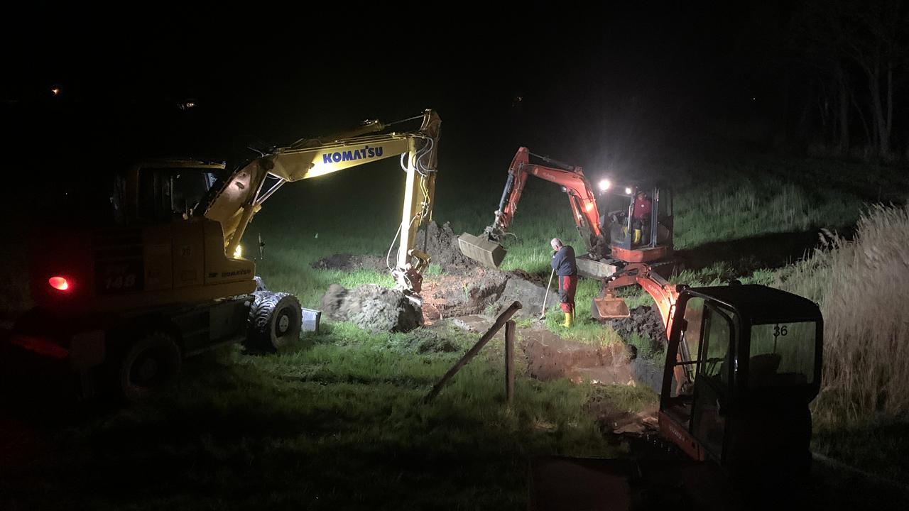 Der Rohrbruch in Würdenhain wird in der Nacht repariert (Foto: WAV/Hauptvogel)