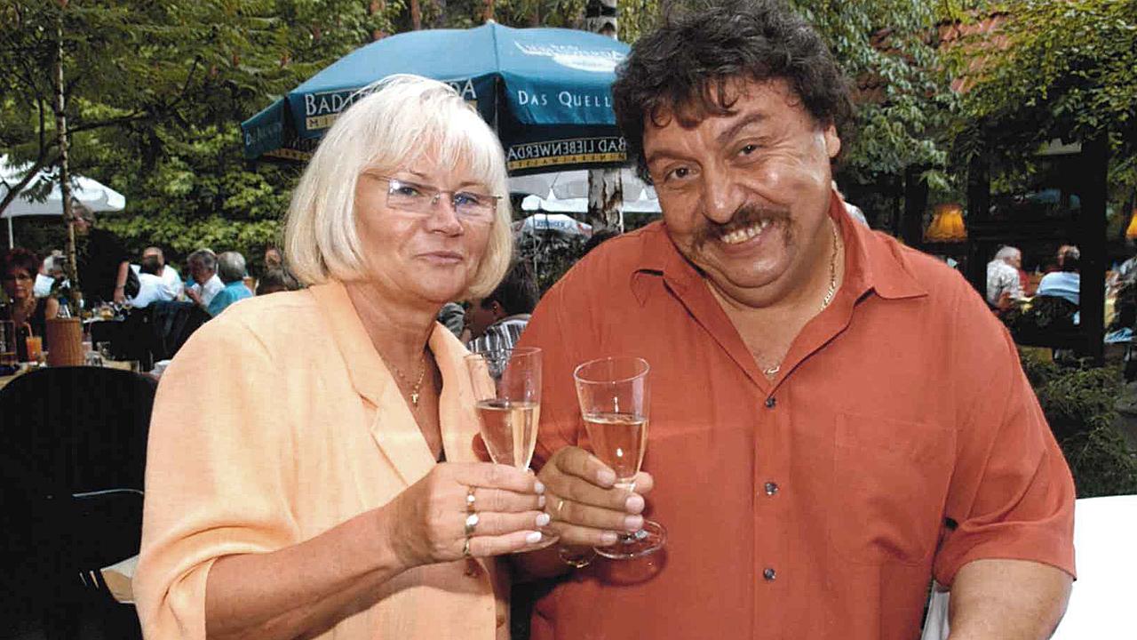 Achim Mentzel mit Ehefrau Brigitte in geselliger Runde